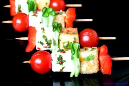 Овощные закуски на шпажках фото